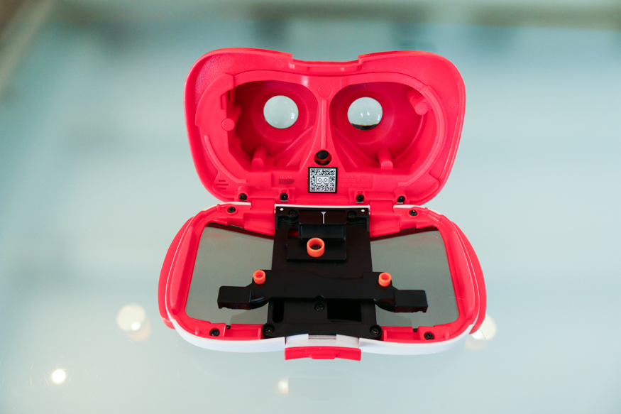 closer look at view-master VR headset